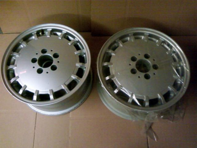 Mercedes early 90's sl rim pair (2)